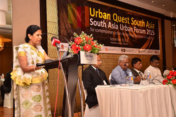 President of the Town Planners Association of Sri Lanka and Programme Manager for Disaster Risk Reduction and Urban Planning at UN-Habitat Sri Lanka, Planner Indu Weerasoori addressing the Forum.