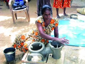 Mrs. Y. Jeyarathnam,make the Anagi stove